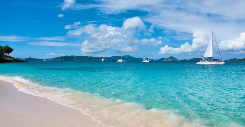 barca-a-vela-mare-caraibi-42361248 (1)