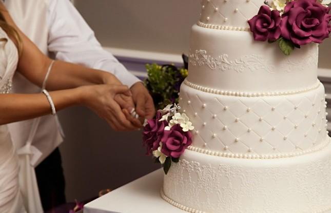 taglio-torta-nuziale-e1363613158245